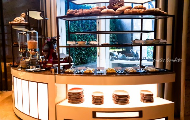 emilie-bombita-prime-experience-at-discovery-primea-business-suite-continental-breakfast