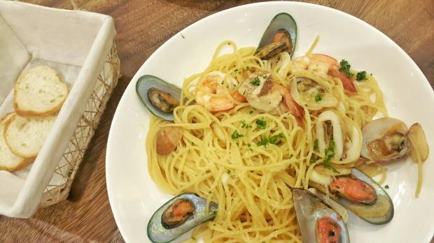 emilie-bombita-mama-lous-seafood-pasta