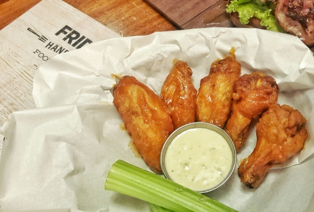 emilie-bombita-food-photography-half-pound-traditional-wings