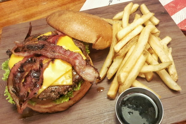 emilie-bombita-food-photography-jack-daniel-burger